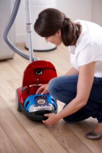 aspiratorul cu sac Philips Performer Active FC8658_lifestyle picture 2