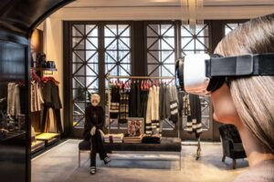 01_Model Wearing Virtual Reality Headset in TH 5th Avenue Flagship Store_s(1)