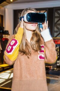 02_Model  Wearing Virtual Reality  Headset in TH 5th Avenue Flagship Store_s(1)