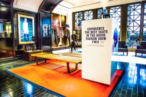 03_Virtual Reality In-Store Set Up at TH 5th Avenue Flagship Store_s(1)