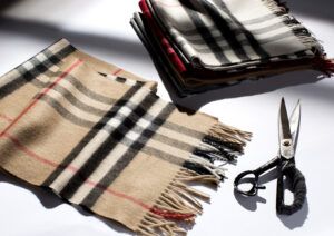 The Burberry Classic Cashmere Scarf - Craftsmanship Images_016