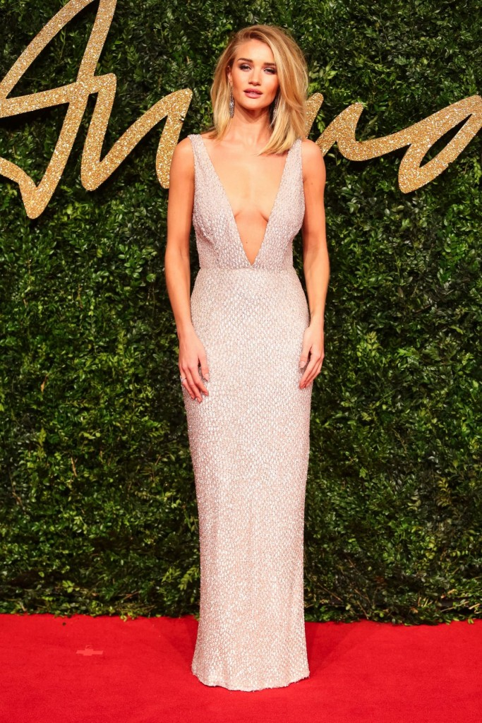 rosie-huntington-whiteley-at-2015-british-fashion-awards-_5