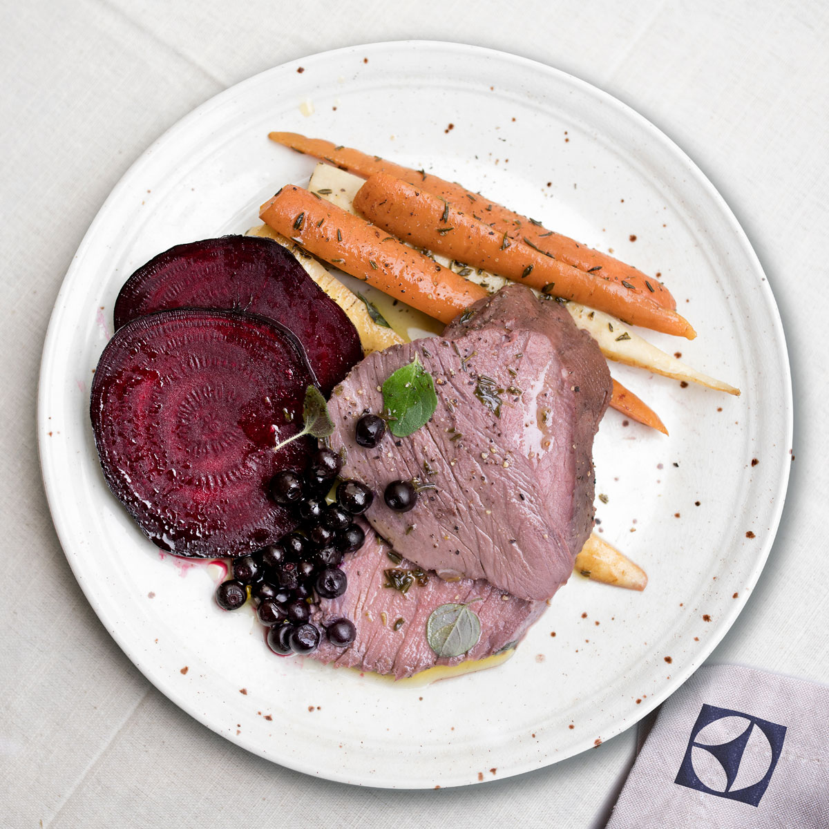 carne-de-vanat-gatita-incet-1200x120015